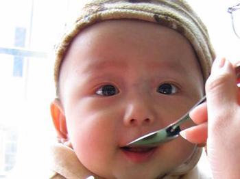 宝宝头过大需警惕脑癌
