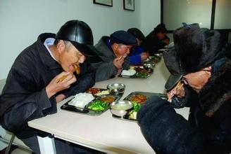 """""""医食住行""""都照顾 津城养老服务带给老人""""惊喜"""""""