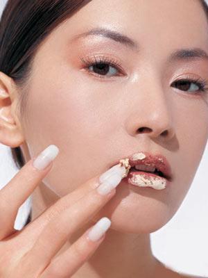 如何预防嘴唇干裂?